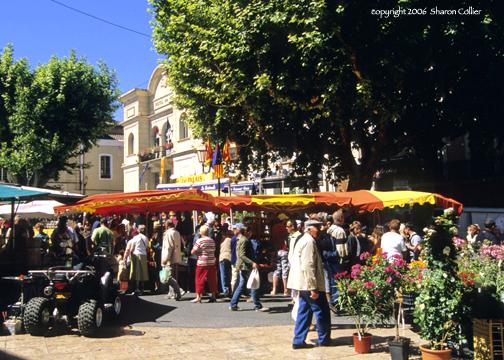 Market day in Apt