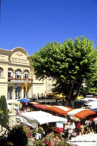 Saturday Market in Apt